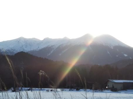 ある日の仕事帰りに見た御嶽山。継子岳から差した光が、癒されました。
