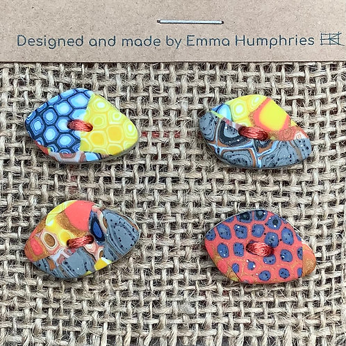 4 pebble buttons Approx 20 mm long