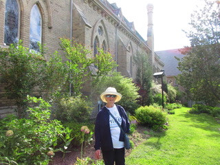 Hospice volunteer Nancy hiking around our beautiful city