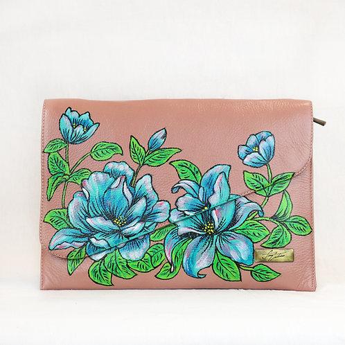 Sobre flores azules