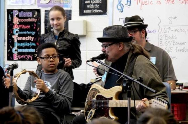 Tas Cru & Blues In Schools