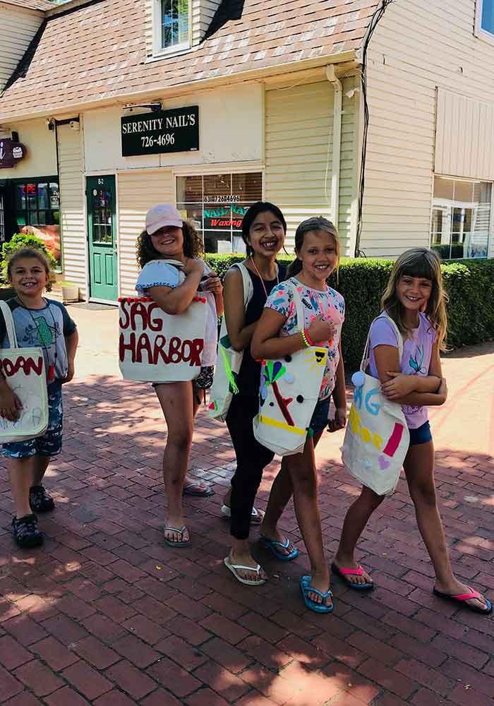 Girls-out-shopping_700x1000.jpg