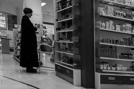 Vrouw in de winkel