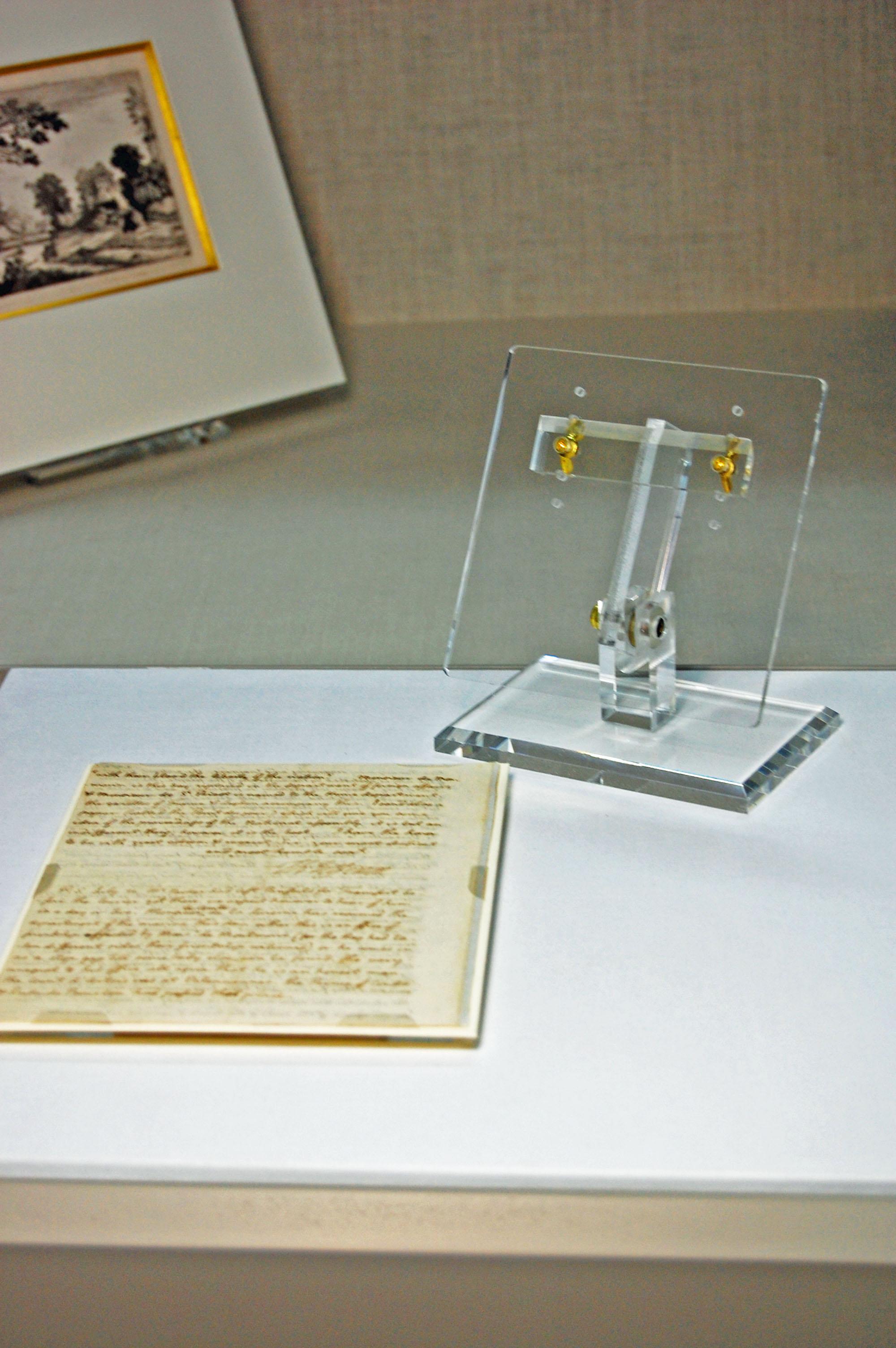 Xibitmount display for documents