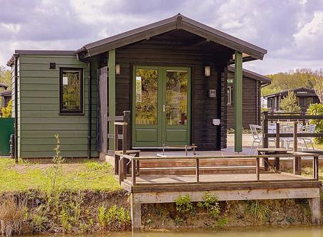 Winter warmer lakeside cabin £180 offer