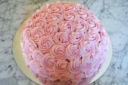 Tårta med spritsade rosor