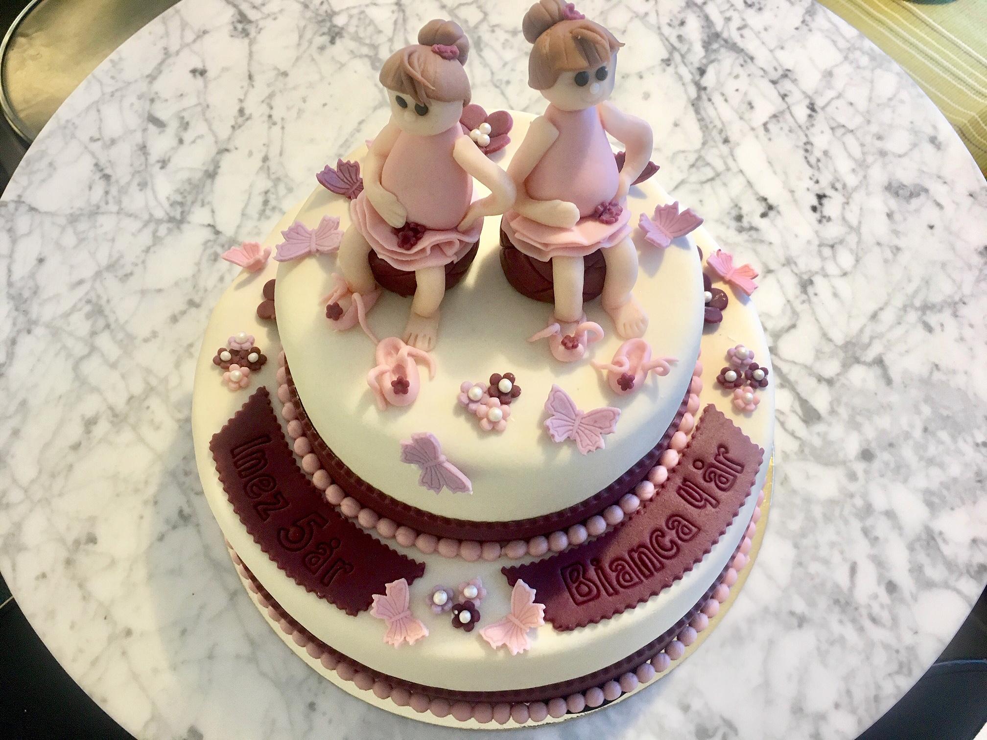 2 våningstårta, två flickpar