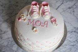 Vit Converse-tårta (rosa tema)