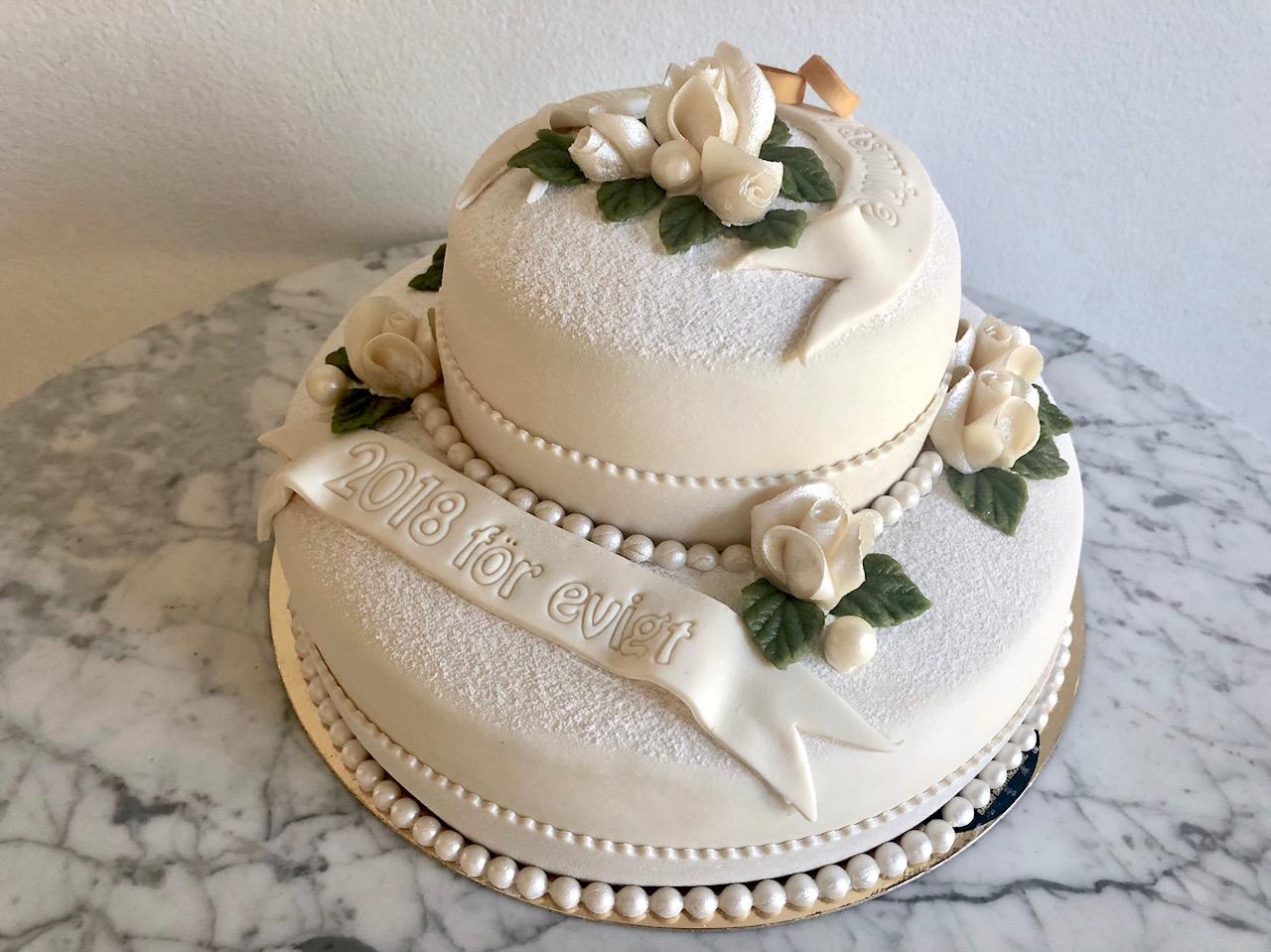 Bröllopstårta tvåvåning vigselringar