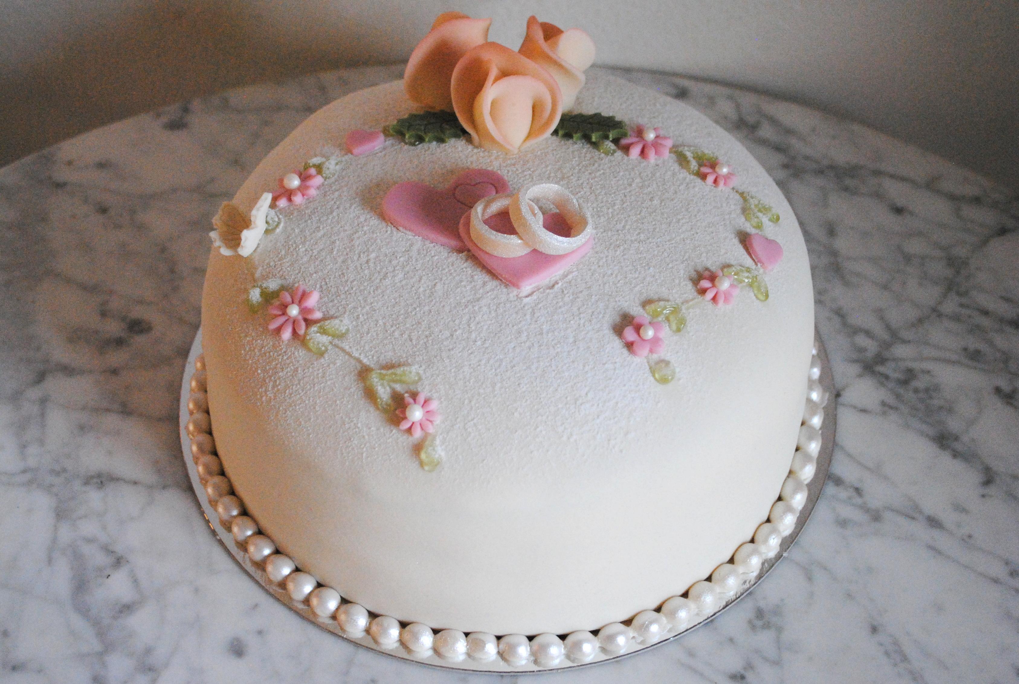 Bröllopstårta vigselringar