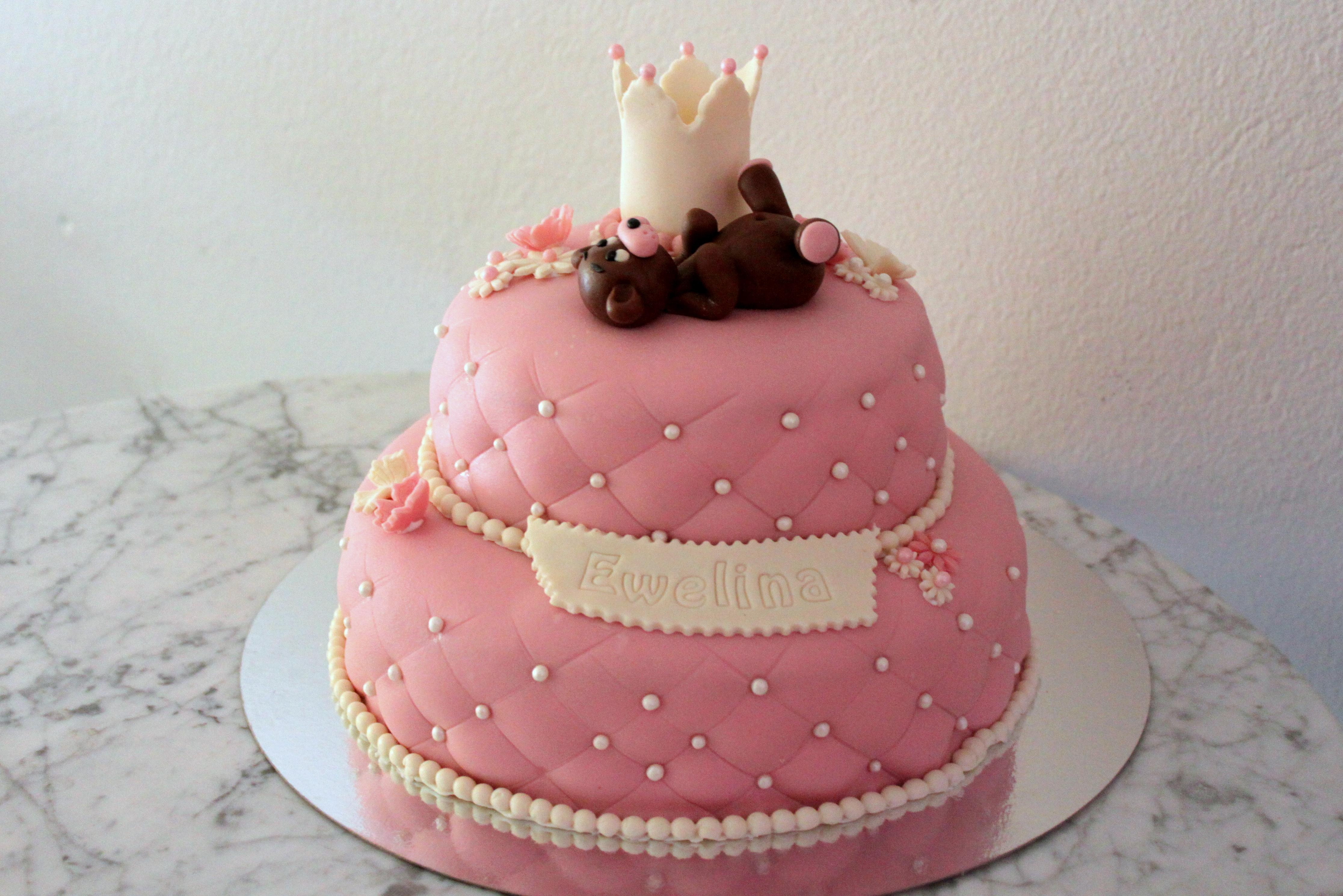 Nalle och krona tvåvåningstårta