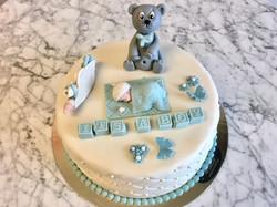 Vit tårta m. nalle & bebis med mössa
