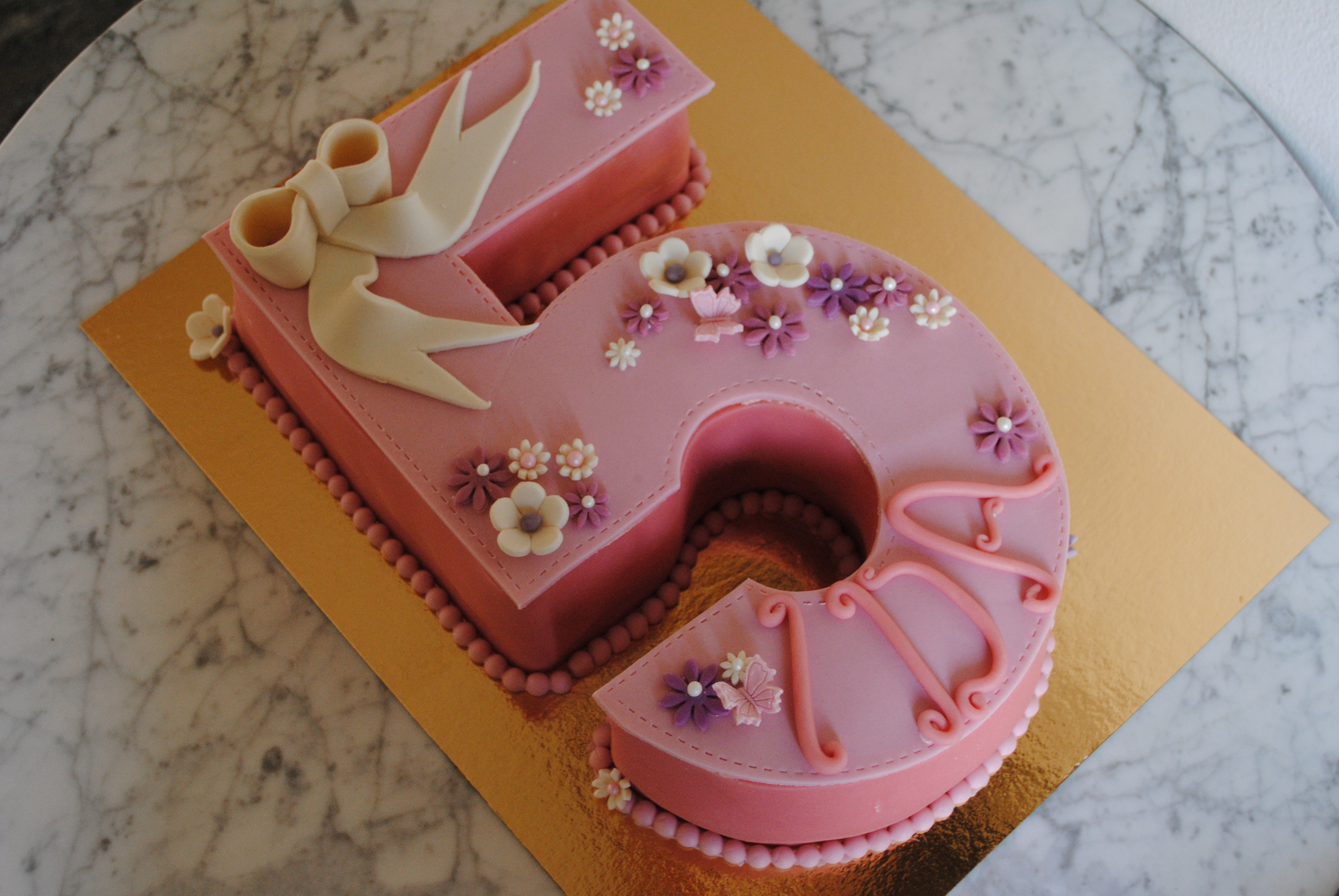 5-års tårta - rosetter & blommor