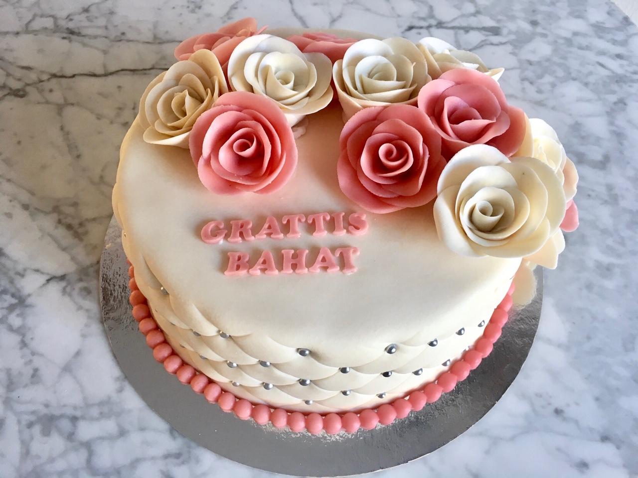 Tårta med rosa & vita rosor