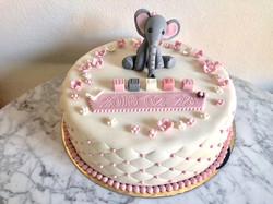 Vit tårta med elefant & kuber