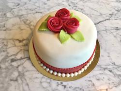 Tårta med röda rosor