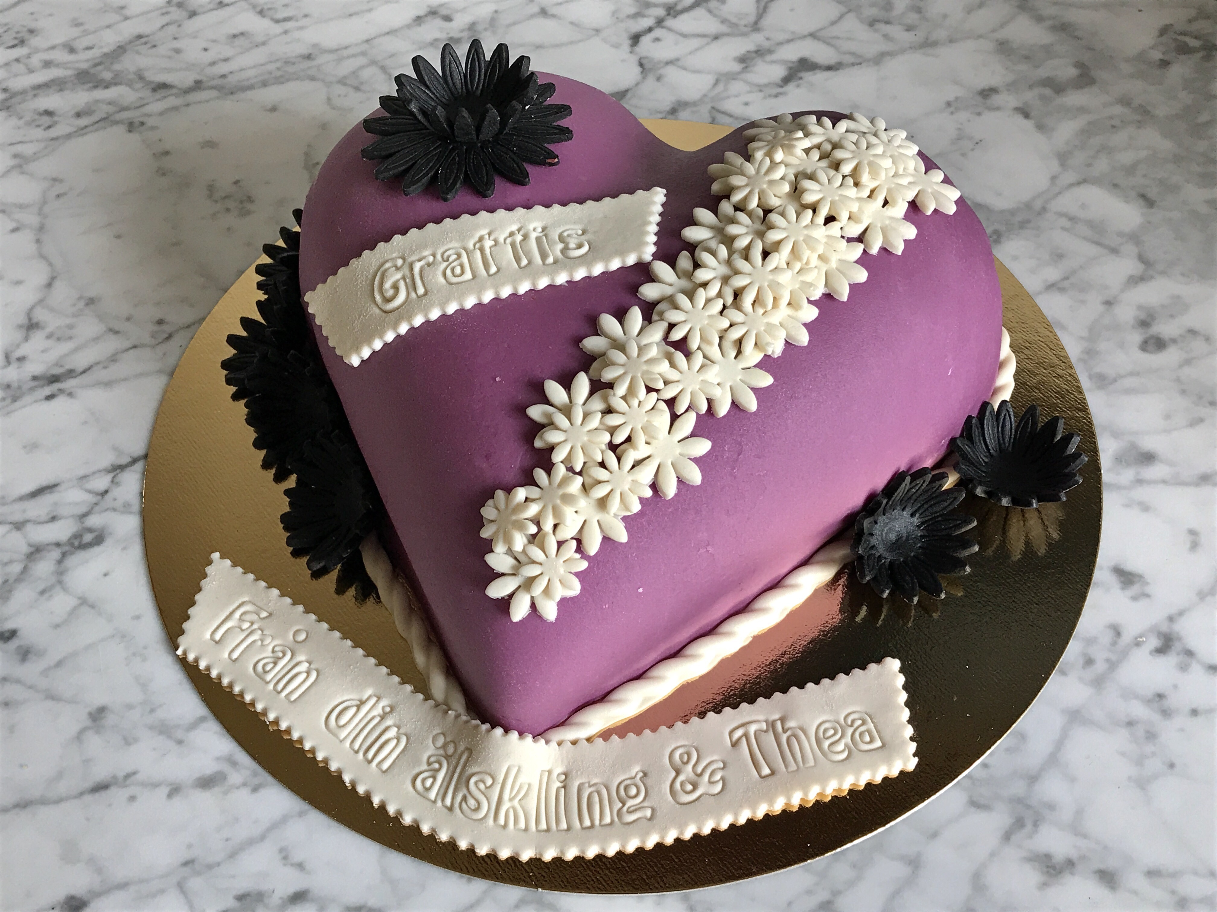 Lila hjärtformad tårta