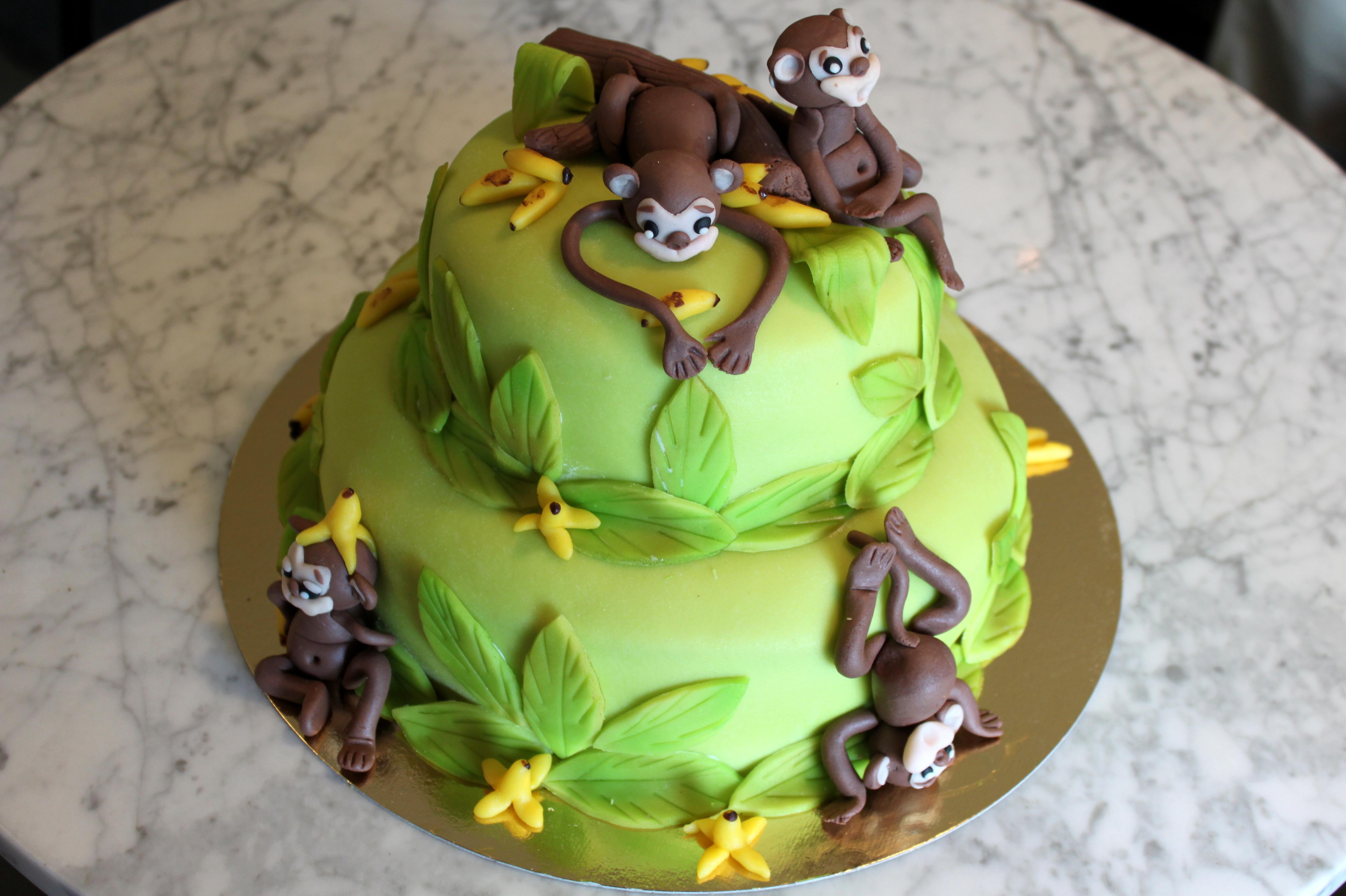 Apor tvåvåningstårta