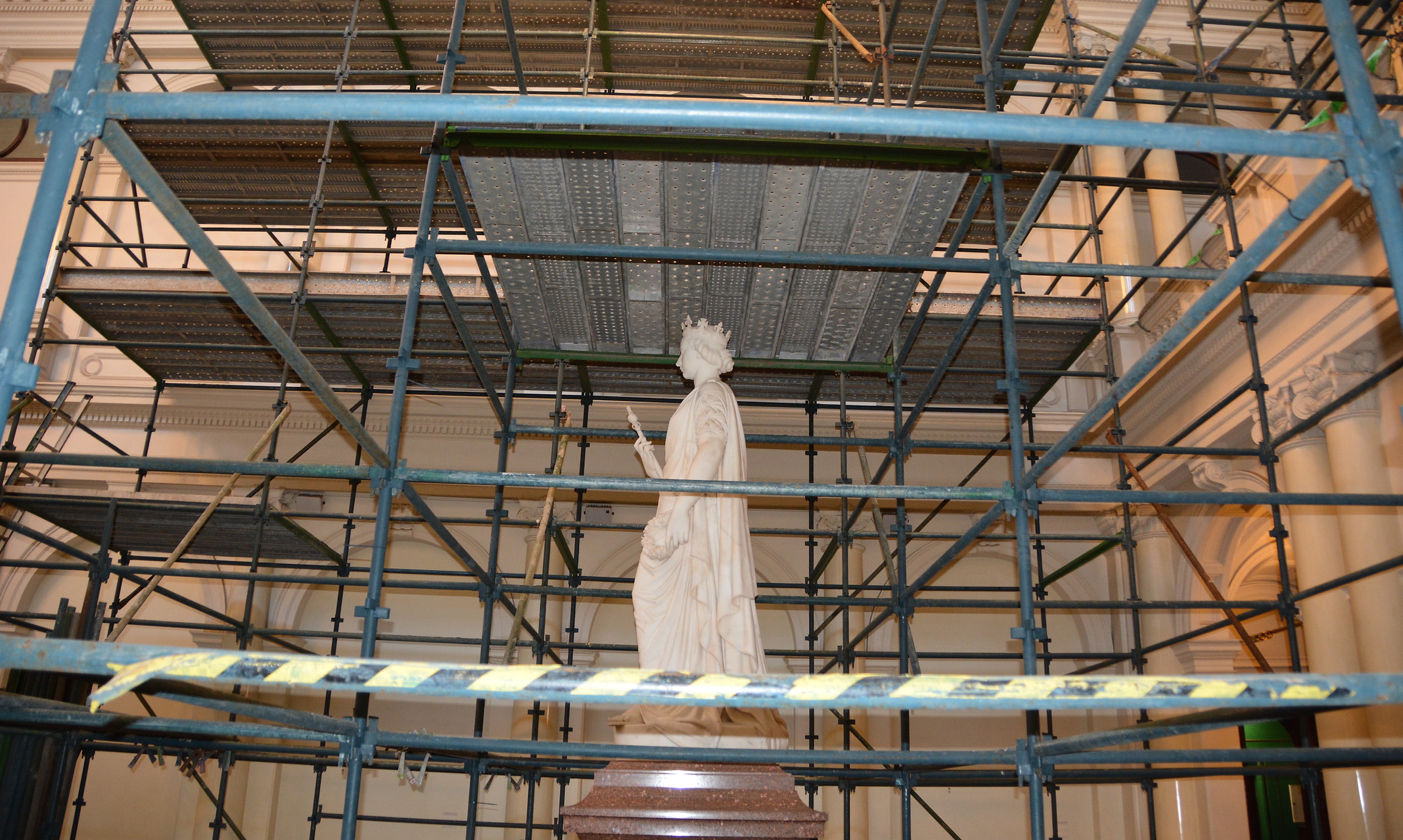 Photo of the Queen Victoria statue surrounded by scaffolding