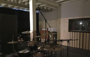 SOS BASEMENT Aufnahmeraum Drums Amps