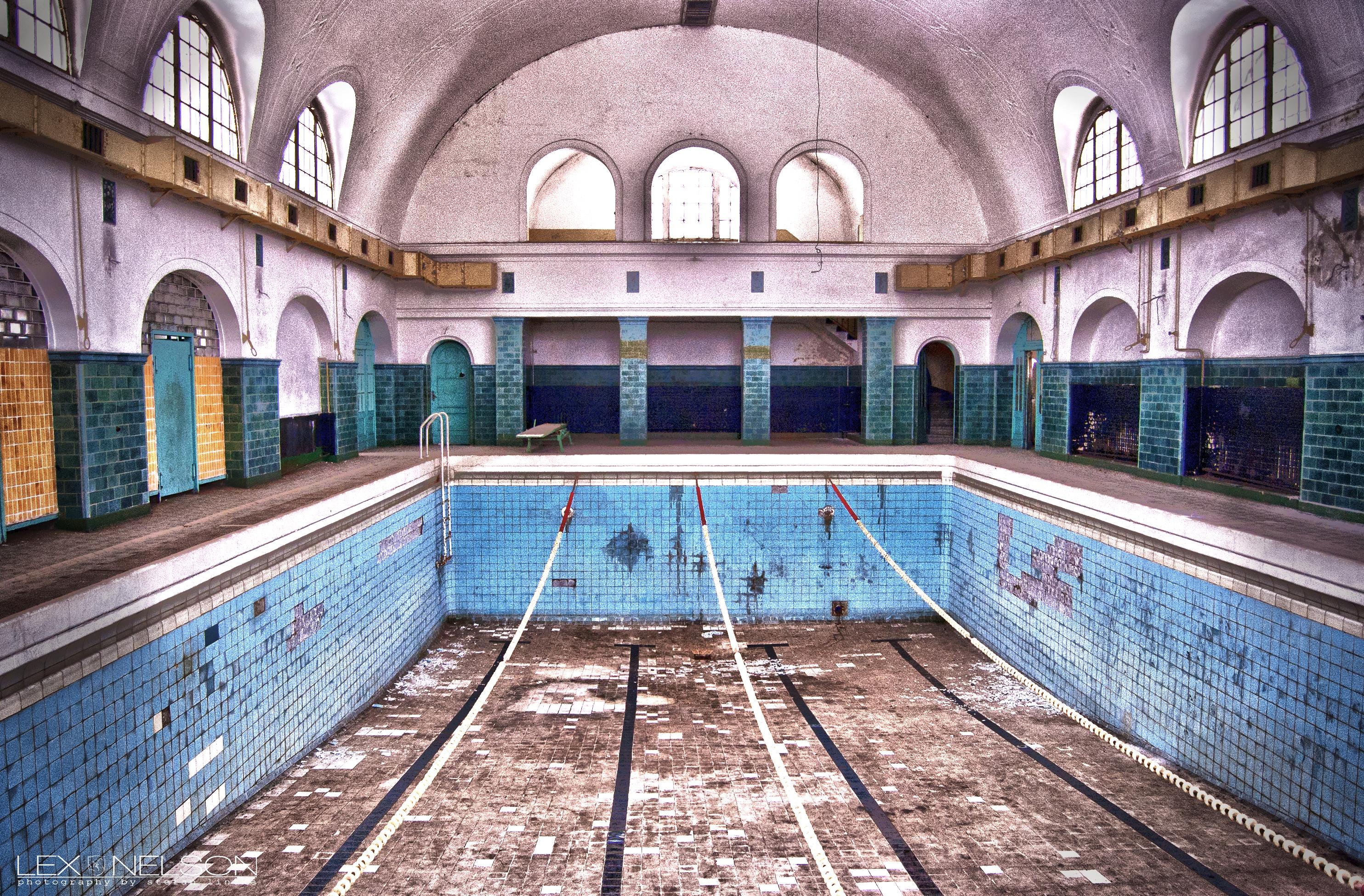 schwimmbad 2.jpg