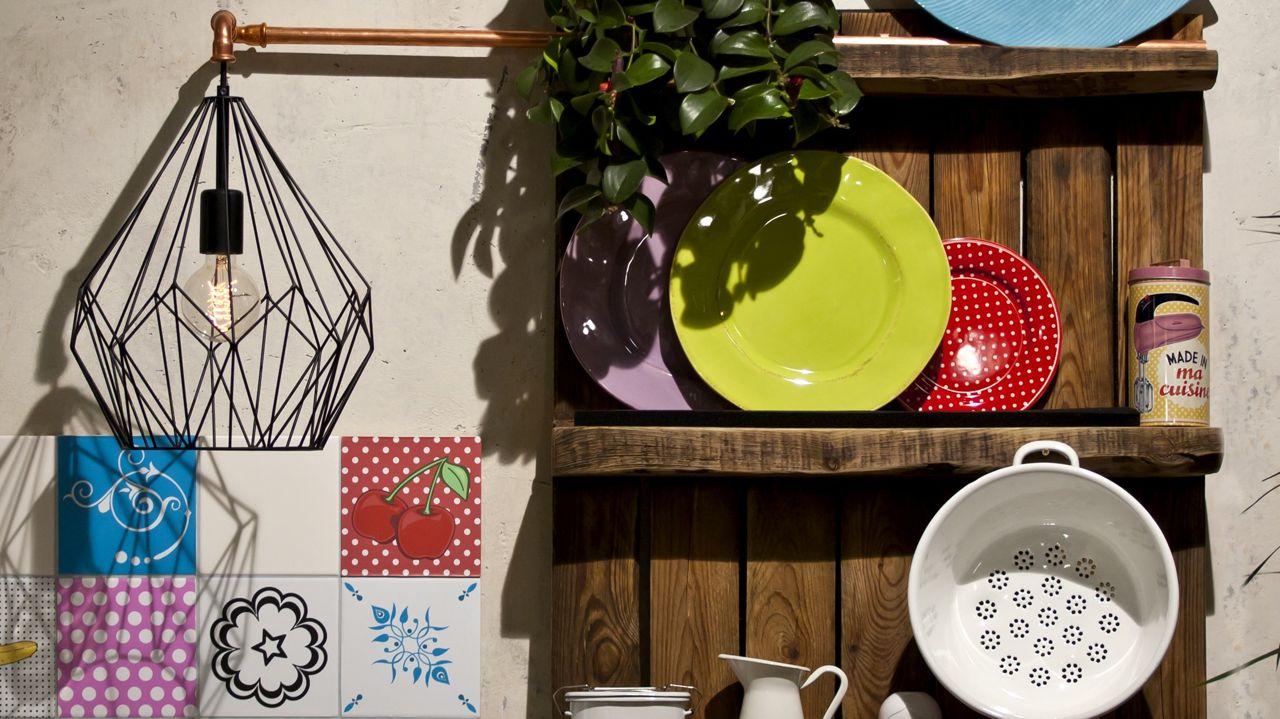 Küche_Tellerregal+Lampe.jpg