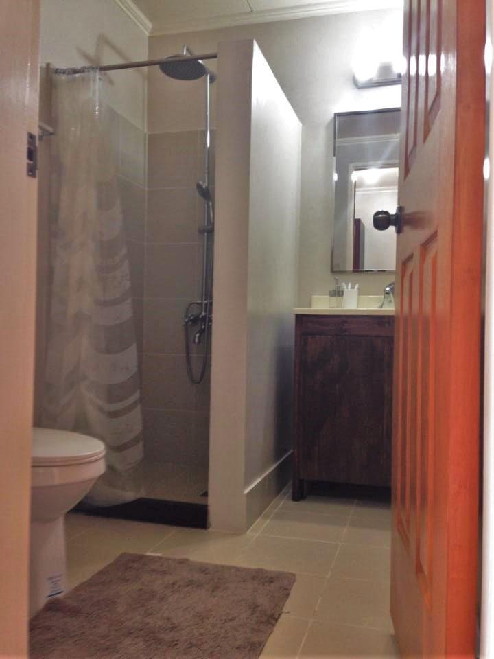Shower Room, Deluxe Room 2