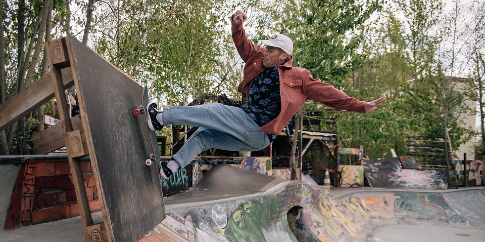 red wheel society skaters-71_edited.jpg