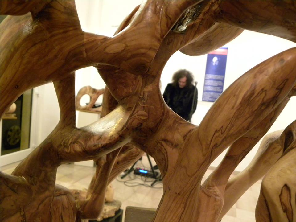 The sculpture in olive wood 2.jpg