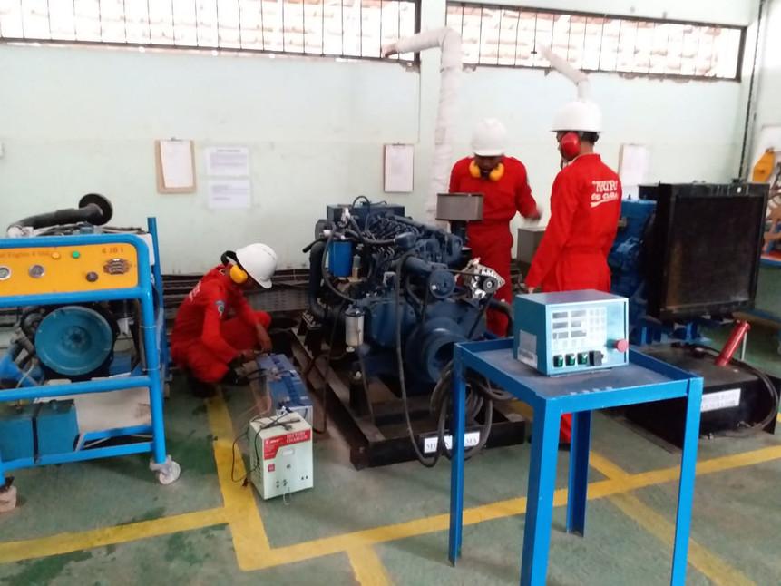 Peraktek Pemgoperasian Mesin Penggerak Utama Kapal