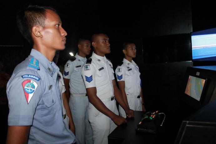 Pembelajaran Praktik Mengemudikan Kapal Bridge Simulator