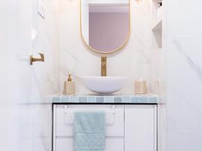 ¿Cómo hacer que un baño se vea estiloso? Consejos para amueblar y decorar un baño pequeño.