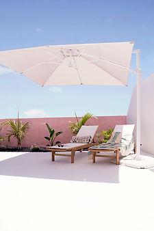 Noogar, Proyecto de diseño de exterior en Playa Blanca, Fuerteventura, Canarias, Terraza blanca con pared rosa, Estilo moderno