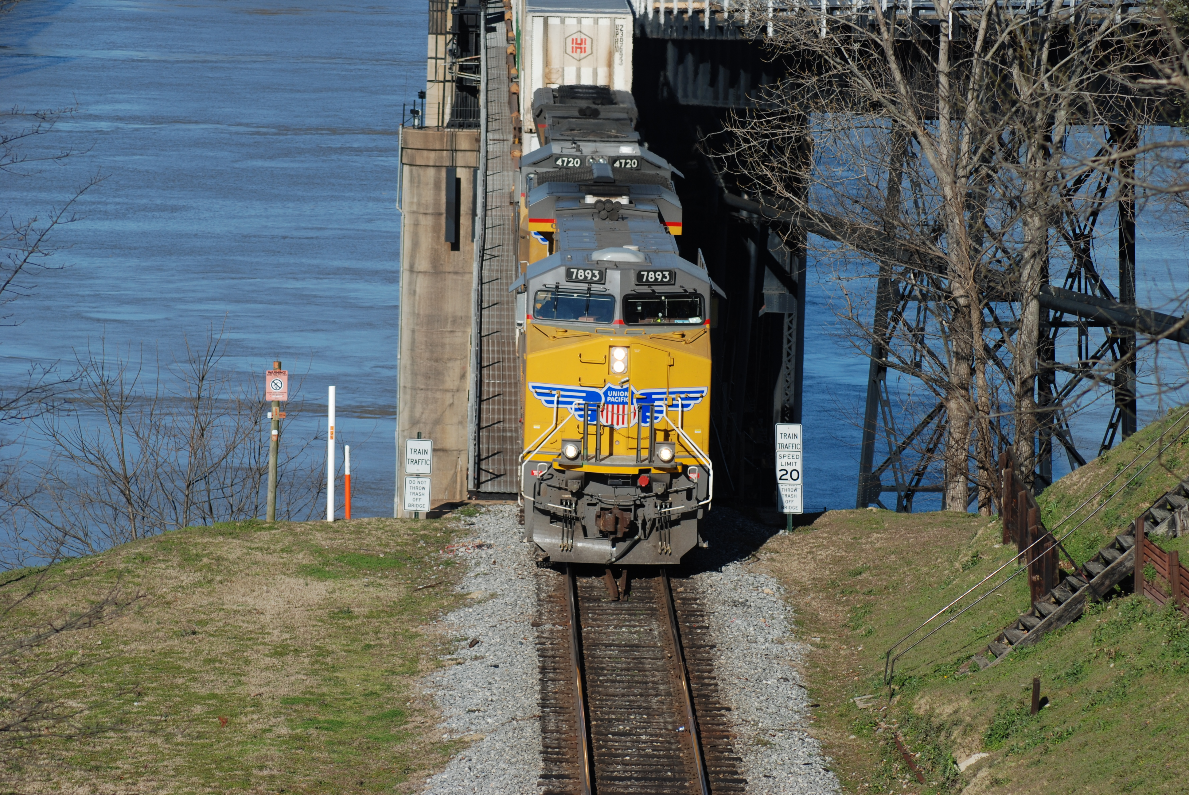 BNSF Crossing The River