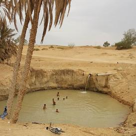 Se baigner dans une source naturelle en