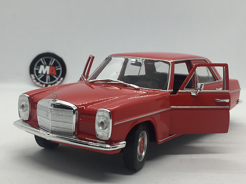 Mercedes Benz 220 (W115) 1/24 Diecast model