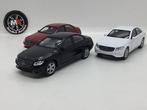 1/32 ölçek 2016 Mercedes Benz E Class model araba