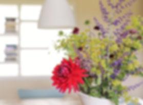 Quaker Barns - flowers in vase_edited_ed