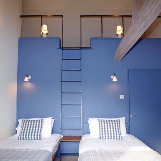 Quaker Barn twin bedroom with mezzanine platform