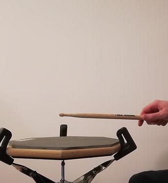 Nauka gry na perkusji, Metody wyprowadzania uderzeń rękami