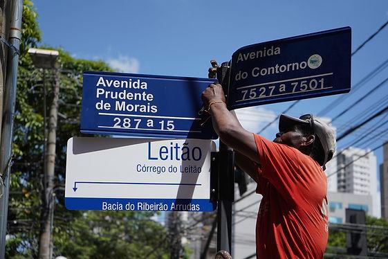 Instalação placa Entre Rios e Ruas - f