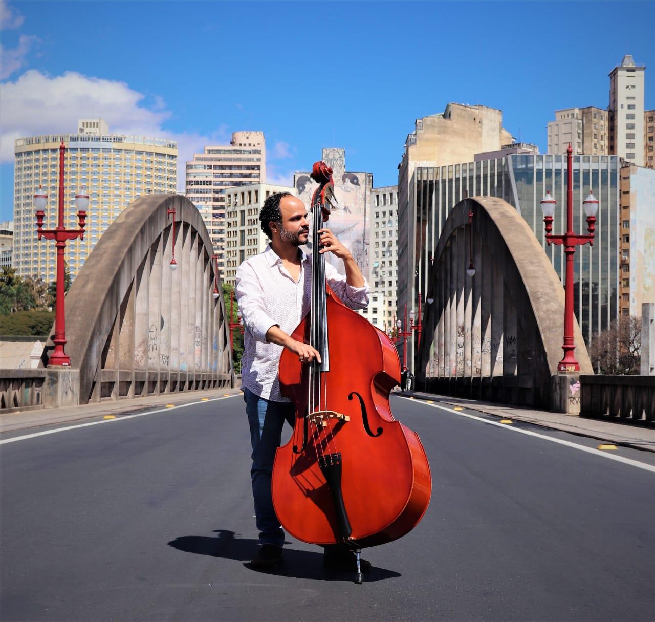 Aloízio Horta faz show solo