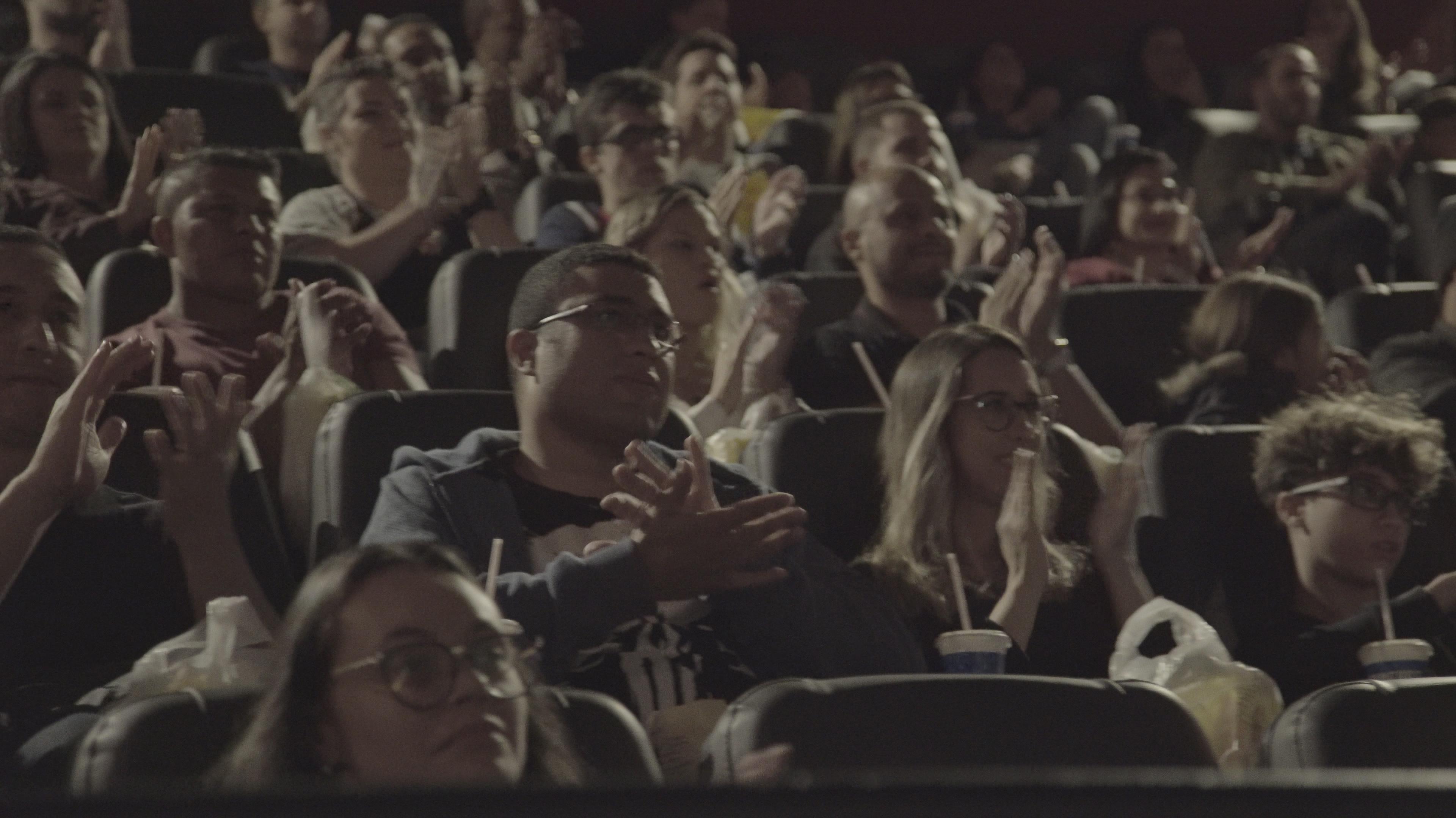 Cineart homenageia bombeiros