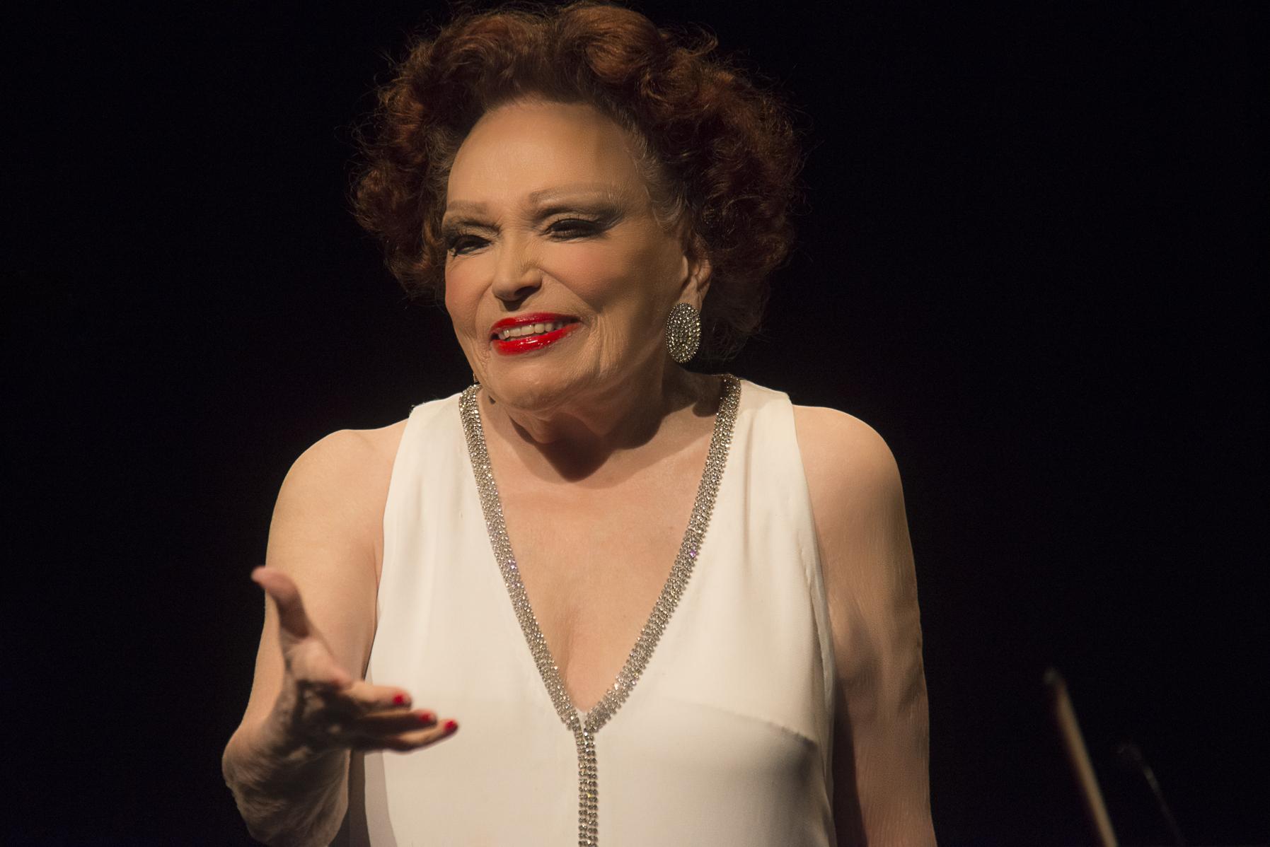 Bibi Ferreira canta Sinatra