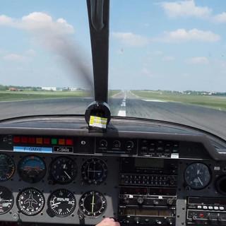 Arrivée du DR 400 à Poitiers LFBI