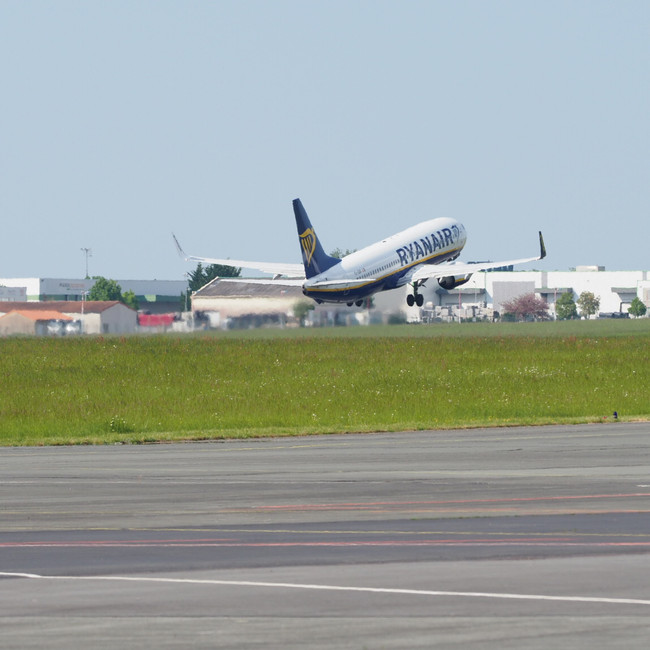 Ryanair décollage Poitiers tour ATL LFBI
