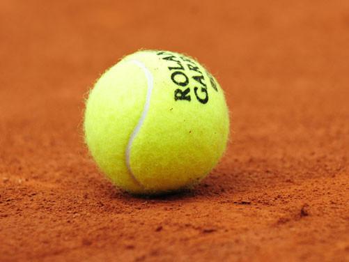 pelota de tenis de Roland Garros 2014, sobre tierra batida. amarillo rojo teja sostenibilidad, ISO 20121 LOOM consultoria