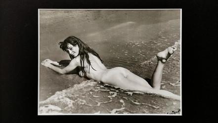 Serge Jacques  BRIGITTE BARDOT, plage de pampelonne  Tirage argentique signé, 1950  790 €