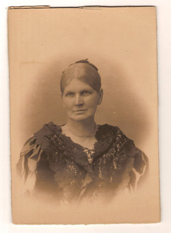 Emma O'Neill, Norman's mother