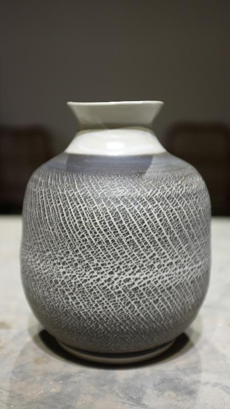 Stretched vase form